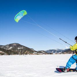 Ce stii despre snowkiting? Descopera unul dintre cele mai noi sporturi de iarna!