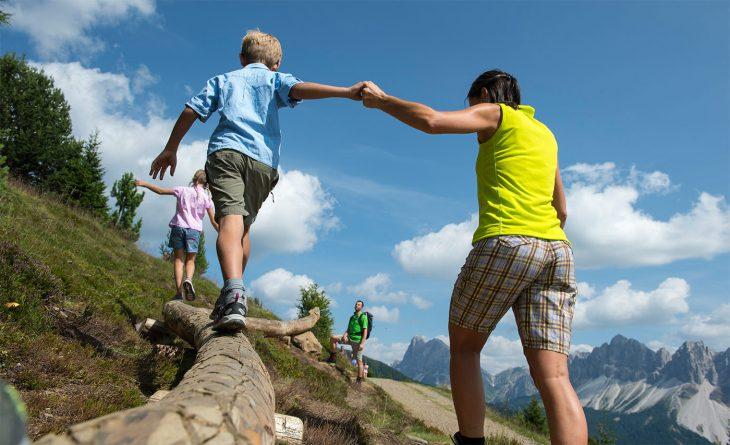 Cum iti motivezi copilul sa se simta atras de drumetii?