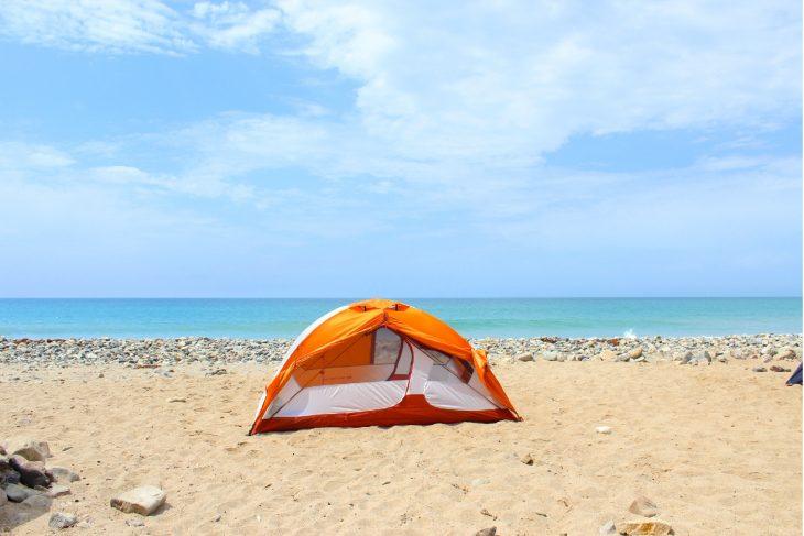 camping pe nisip