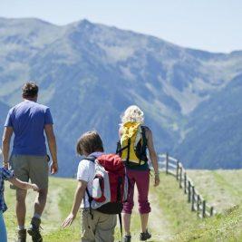 Mergi cu copilul pe munte? Ai intotdeauna grija la altitudine!