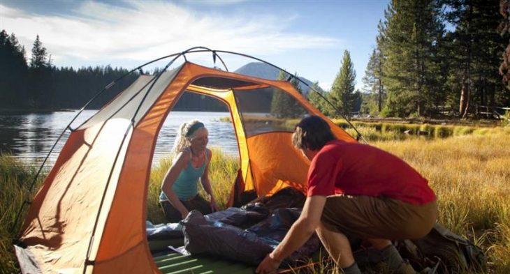 Ponturi utile pentru un somn confortabil in cort, la indemana oricui
