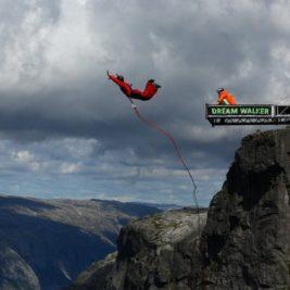Bungee jumping record – Carlos Torija, in cadere libera de 424 de metri