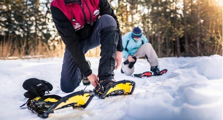 Vrei sa incerci si altceva in locul sporturilor traditionale? Cei ai spune de drumetii cu rachete de zapada? Dar cum te echipezi?