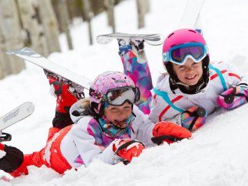 Imbracaminte de munte pentru copii – Cum ii echipam in iesirile la zapada?