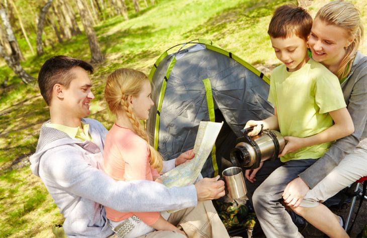 Cu copilul la cort | Cat de benefica poate fi o vacanta cu cortul?