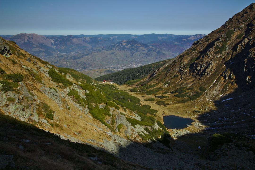 lacul iezer de sub varful pietrosul rodnei