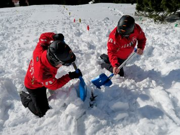 La schi si in drumetii prin zapada, fara riscuri – Sfaturi pentru siguranta montana iarna