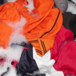 Ti-ai cumparat imbracaminte de munte noua? De ce trebuie spalate hainele noi inainte de purtare?