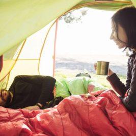 Esti gata pentru aventura si nopti in cort? Iata 3 saci de dormit de vara!