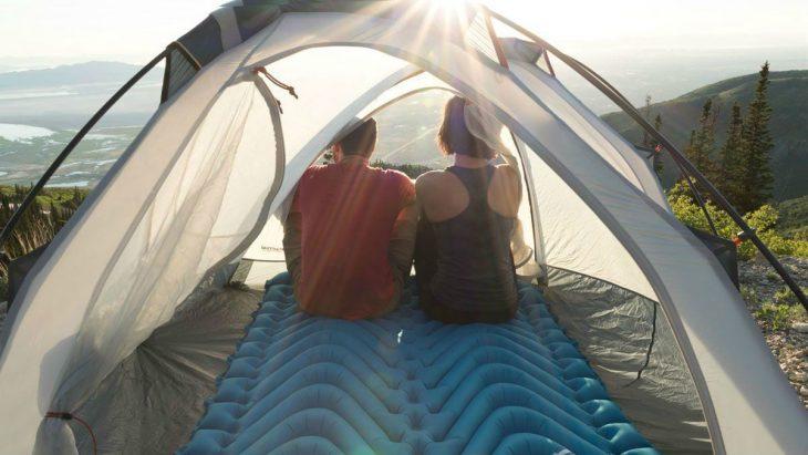 Saltele de cort duble, cele mai bune sisteme pentru cupluri aventuroase – Ce conteaza de fapt?
