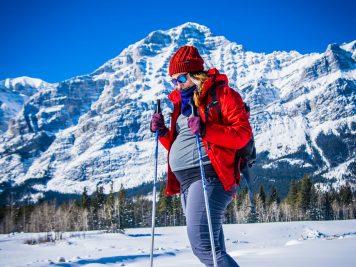 femeie la schi in timpul sarcinii